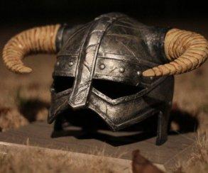 Кузнецы выковали шлем из Skyrim и не смогли его разломать