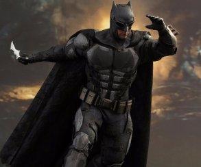 Подробный взгляд натактический костюм Бэтмена в«Лиге справедливости»