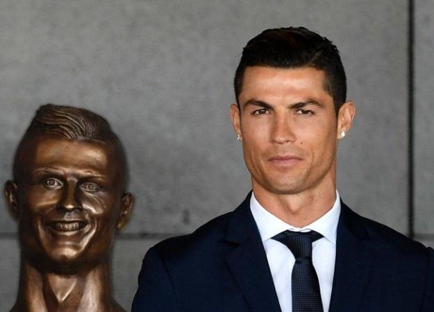 Криштиану Роналду открыл уродливую статую самого себя - Изображение 1