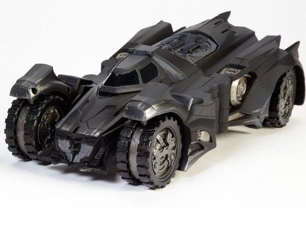 Бэтмобиль гонится за Инфинити Джокера в «Отряде самоубийц» - Изображение 6