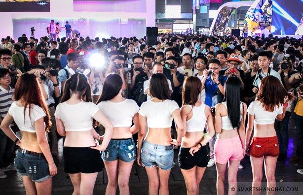 Лучшие девушки самой большой азиатской выставки цифровых развлечений. - Изображение 13