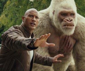 Огромные, жуткие животные иотважный Дуэйн Джонсон нановых кадрах фильма «Рэмпейдж»