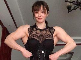 Косплеерша-бодибилдер: эта китаянка нетолько переодевается, ноилечит людей