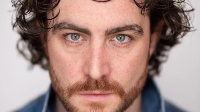 Актер «Викингов» получил главную роль всериале «Ведьмак: Кровавое происхождение» отNetflix