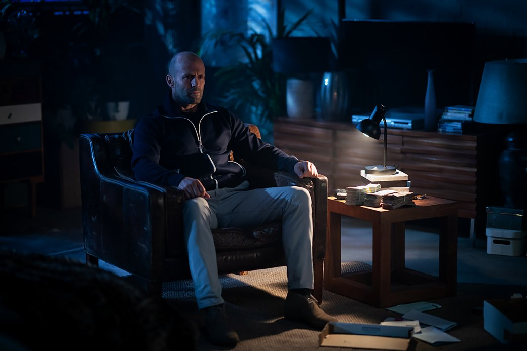 22апреля вроссийский прокат выйдет «Гнев человеческий» (Wrath ofMen)— новый триллер-боевик Гая Ричи. Режиссер впервые современ «Револьвера», выпущенного в2004 году, вновь сотрудничает сДжейсоном Стэйтемом. Рассказываем, почему первая попытка Ричи создать серьезный фильм скриминальным сюжетом была лучше ипочему «Гнев человеческий» выглядит одномерным нафоне других его работ.