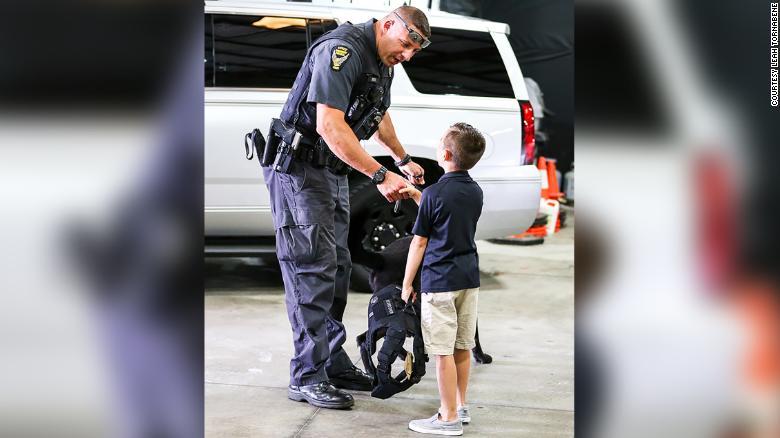 Десятилетний мальчик обеспечил бронежилетами 257 полицейских собак | Канобу - Изображение 5598