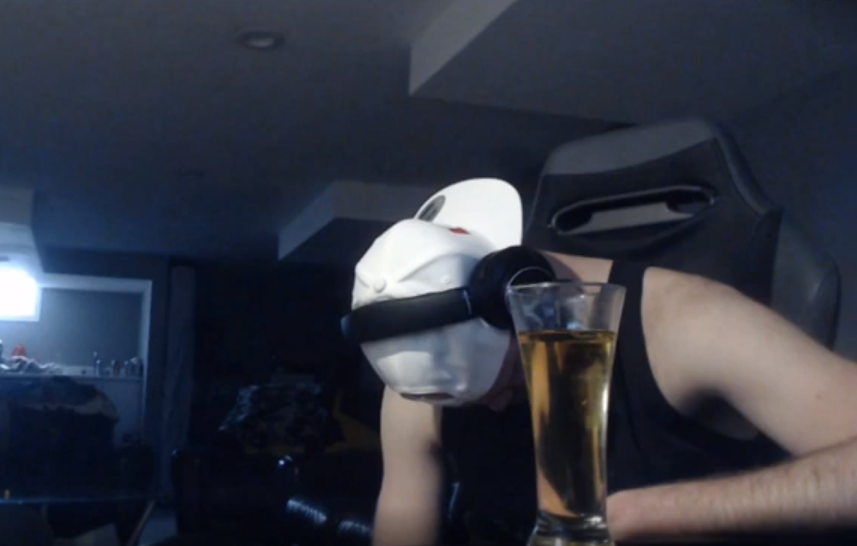 Про-игрок вApex Legends получил бан наTwitch, потому что пьяным заснул на собственной трансляции | Канобу - Изображение 1537