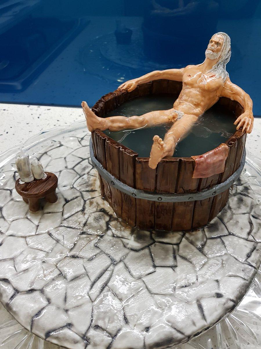 Иснова фигурка Геральта вванной. Наэтот раз ввиде торта исчленом (!) | Канобу - Изображение 3