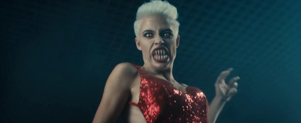В новом клипе группы «Ленинград — Золото» девушка-монстр убивает всех за драгоценности | Канобу - Изображение 1