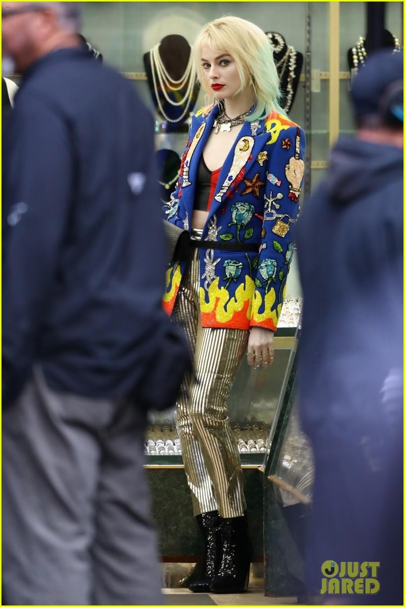 Харли Квинн вярком костюме нановых фото сосъемок «Хищных птиц»   Канобу - Изображение 388