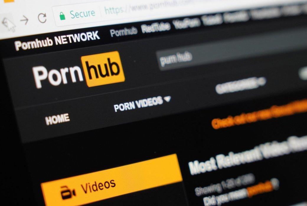 Pornhub с недавних пор — один из основных видеохостингов нашего времени наравне с YouTube и TikTok. В связи с последними событиями в Италии (а позднее вообще для всех) открылся премиальный доступ к платформе. Выбрали занятные видео, которые можно посмотреть, когда вашим рукам понадобится отдых.