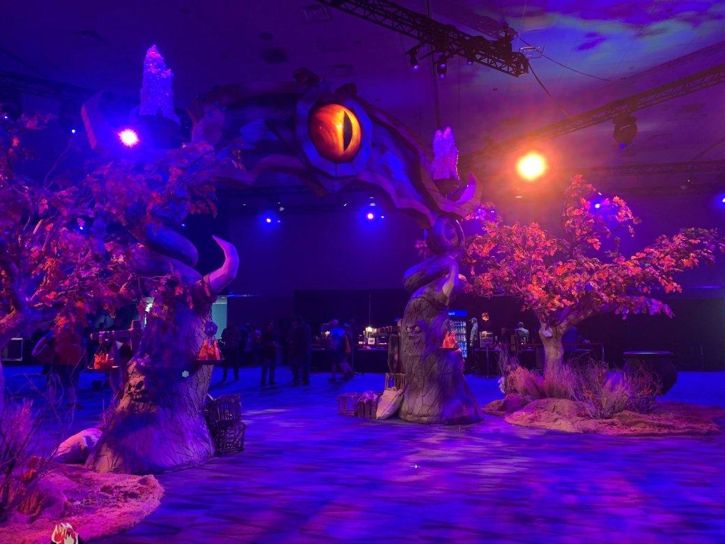 На BlizzCon в этом году развернулась настоящая Ярмарка Новолуния из World of Warcraft | Канобу - Изображение 2289
