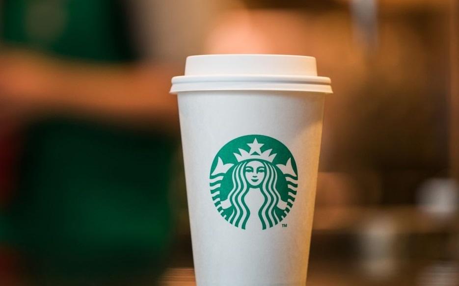 В4 серии 8 сезона «Игры престолов» нашли стаканчик изStarbucks. Пасхалка илиляп? | Канобу - Изображение 1
